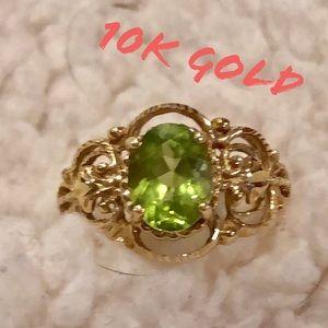 10K Gold ring w/ green stone & design Boho VTG LN